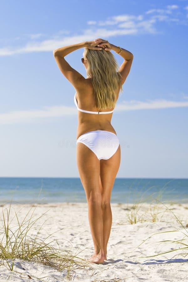 Schönheit und der Strand lizenzfreie stockbilder