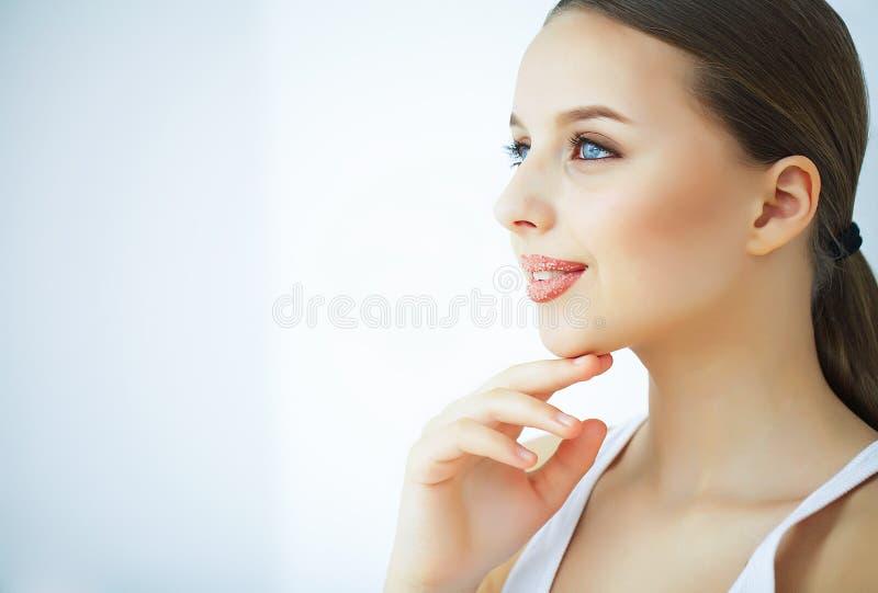 Schönheit und Sorgfalt Porträt einer jungen Frau mit einer schönen Haut stockfotos