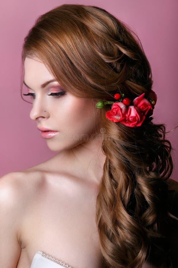 Schönheit vorbildliches Woman Face Vollkommene Haut Lippe-Glanz Zutreffen stockbild