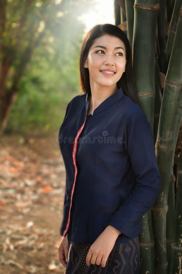 Schönheits-Asiatsbauernmädchen lizenzfreie stockbilder