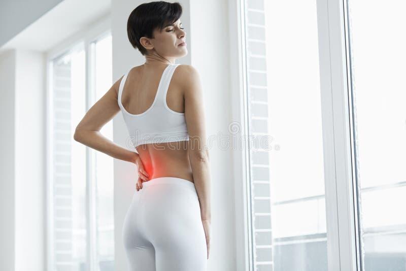 Schönheits-Gefühls-Schmerz-herein Rückseite, Rückenschmerzen Gesundheitsproblem lizenzfreie stockfotografie