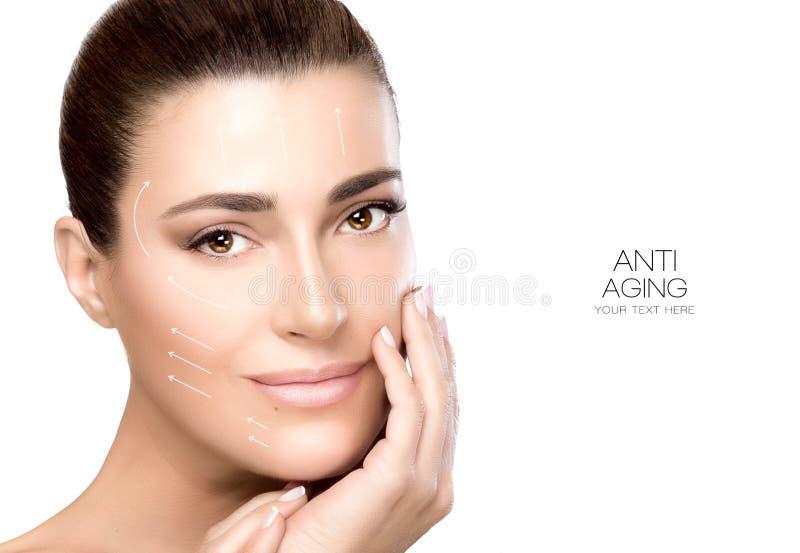 Schönheits-Gesichts-Badekurort-Frau Chirurgie und Antialtern-Konzept stockbilder