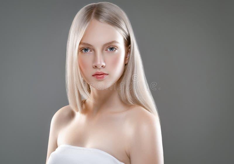 Schönheits-Gesichts-Porträt-Schönheits-Hautpflege-Konzept mit lang stockfoto