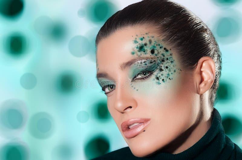 Schönheits-Mode-Mädchen mit Fantasie-Make-up lizenzfreies stockfoto