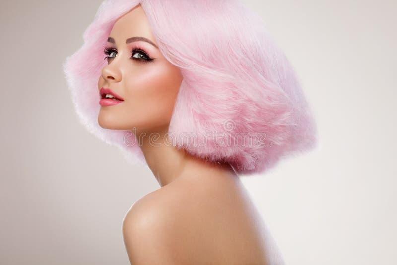 Schönheits Mode Modell Girl Mit Dem Rosa Haar Buntes Haar