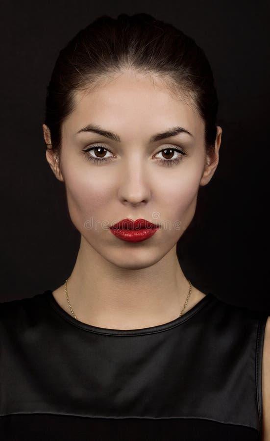 Schönheits-Mode-Zauber-Mädchen-Porträt über schwarzem Hintergrund stockbild