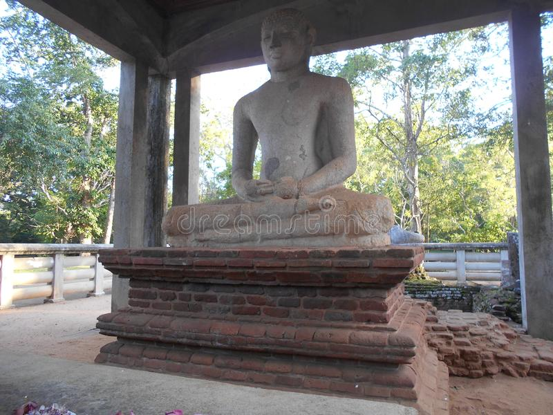 Schönheits-Natur-Buddha-anuradhapura samadhi budu pilimaya lizenzfreie stockbilder