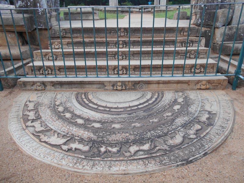 Schönheits-Natur Buddha Anuradhapura Sandakada Pahana lizenzfreie stockfotos