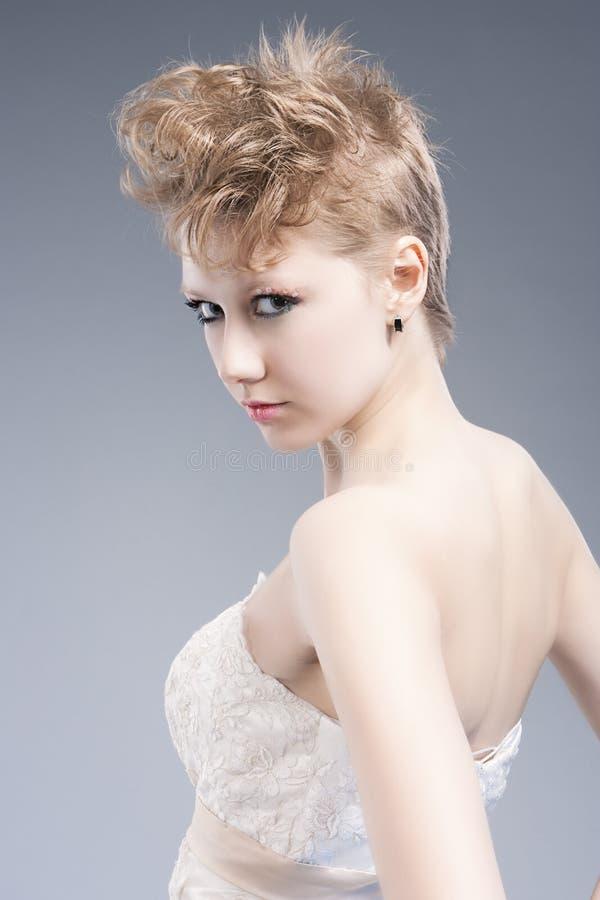 Schönheits-und Mode-Konzepte Junge sexy blonde Frau in Nizza Ta lizenzfreie stockbilder