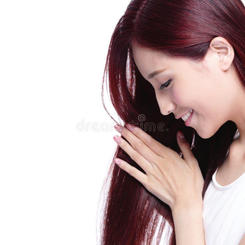 Schönheitsfrauen-Haarpflegekonzept lizenzfreie stockfotos