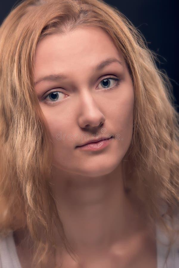 Schönheitsfrauenabschluß herauf Porträt stockfotografie