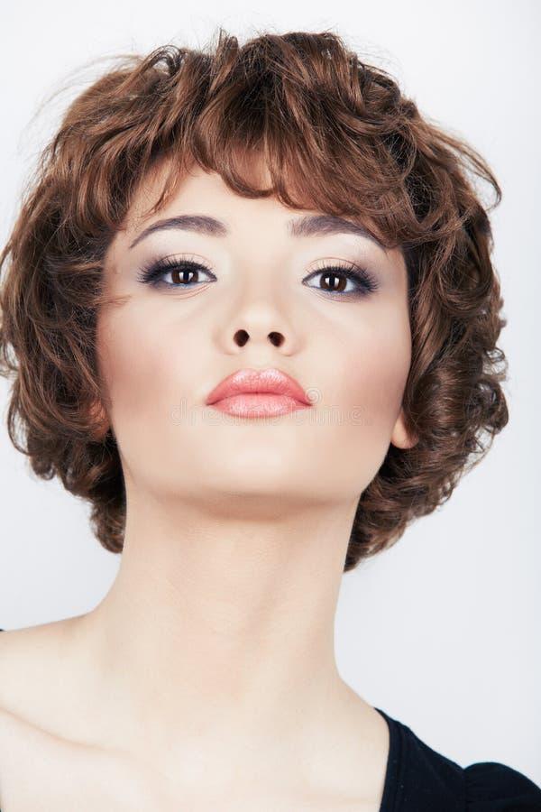 Schönheitsgesicht der jungen Frau lizenzfreie stockfotos