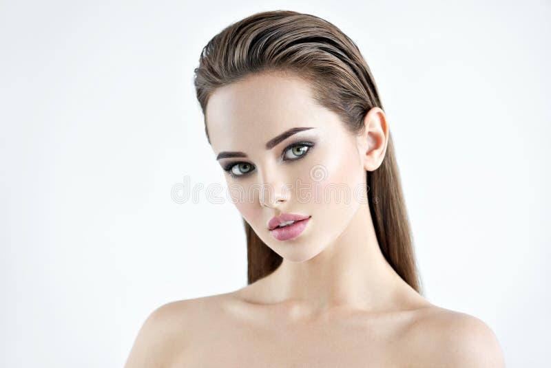 Schönheitsgesicht eines recht jungen Mädchens lizenzfreies stockbild