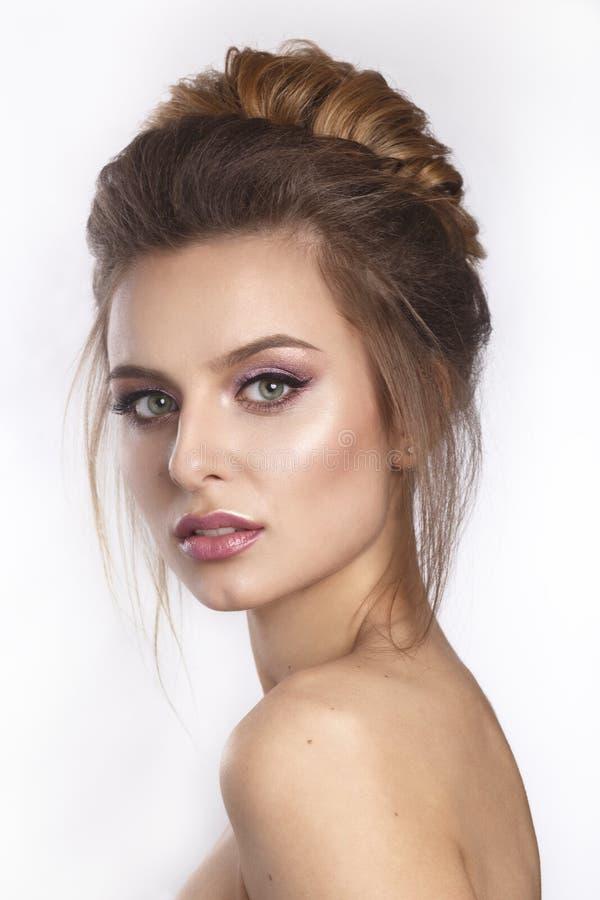 Schönheitsgesichtsabschluß herauf Studio auf Weiß lizenzfreies stockfoto
