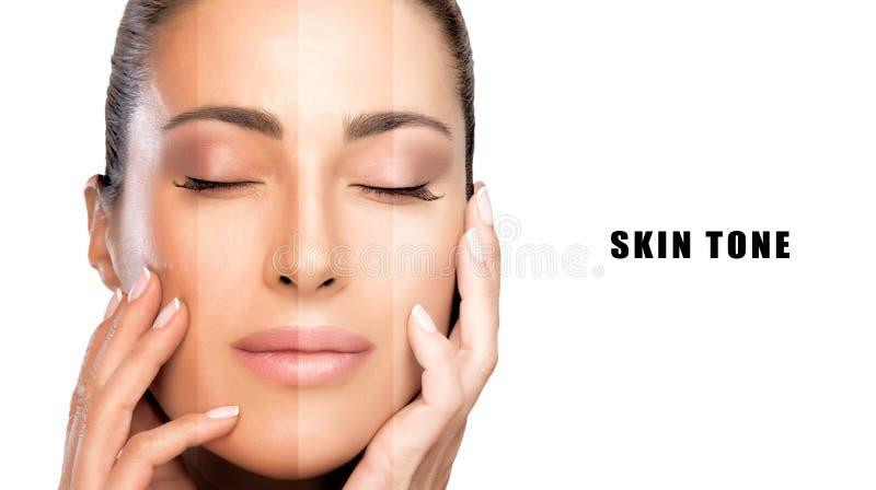 Schönheitskonzept mit Mustern des Makes-up auf Gesicht Schönes vorbildliches Mädchen mit makelloser Haut stockbilder