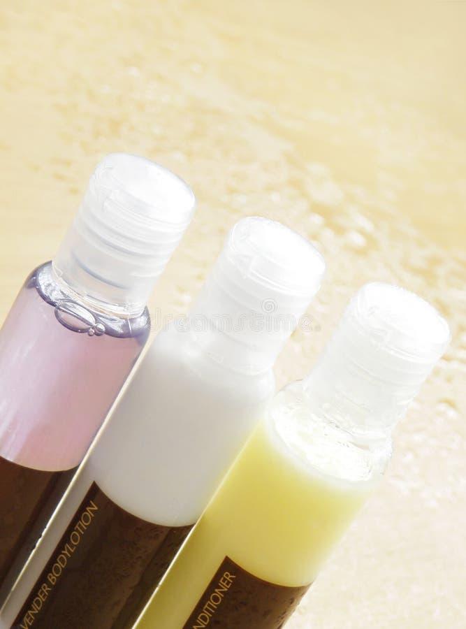 Schönheitskosmetikflaschen stockfotografie