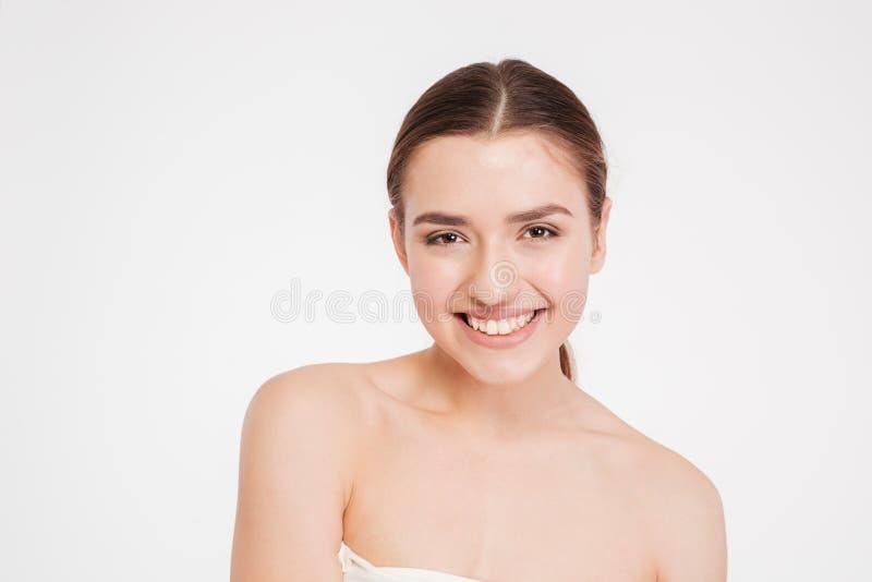 Schönheitsporträt der glücklichen schönen jungen Frau lizenzfreies stockfoto