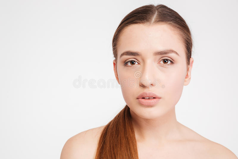 Schönheitsporträt der zarten schönen jungen Frau stockfoto