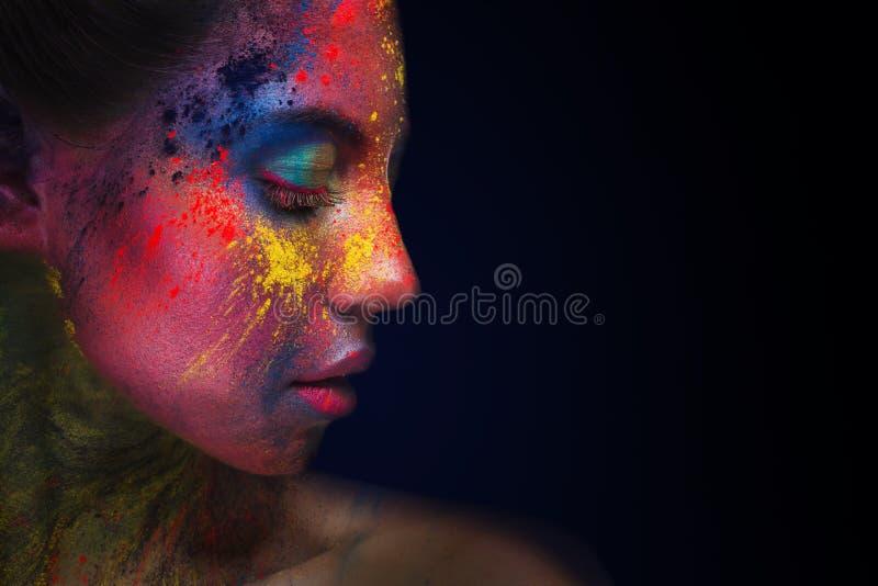 Schönheitsporträt mit hellem Kunstmake-up stockbilder