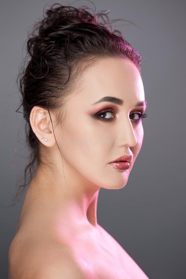 Schönheitsporträt von jungen attraktiven Frauen stockbild