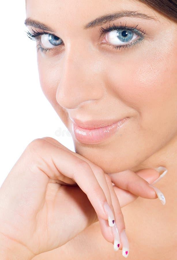 Schönheitsportrait der Frau mit vollkommenen Nägeln lizenzfreie stockfotos