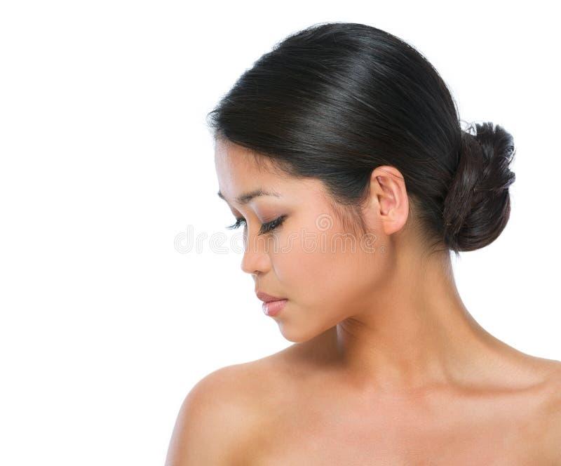Schönheitsportrait der gesunden asiatischen Brunettefrau lizenzfreies stockfoto