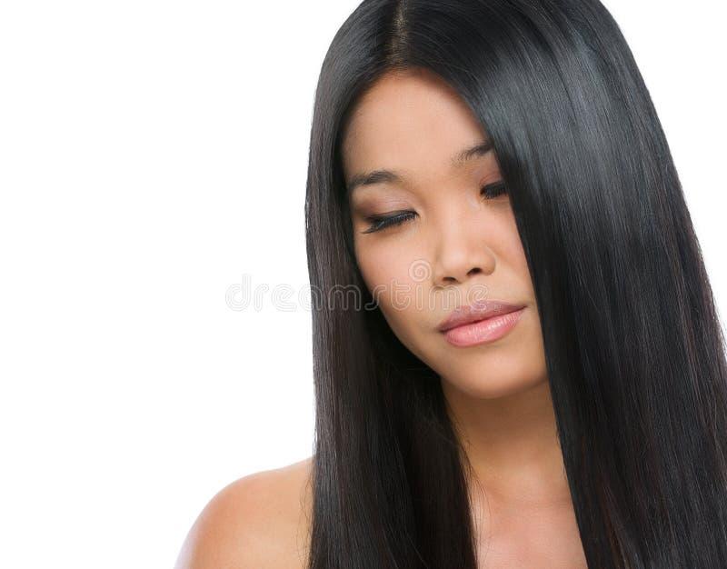 Schönheitsportrait des asiatischen Brunettemädchens lizenzfreie stockbilder