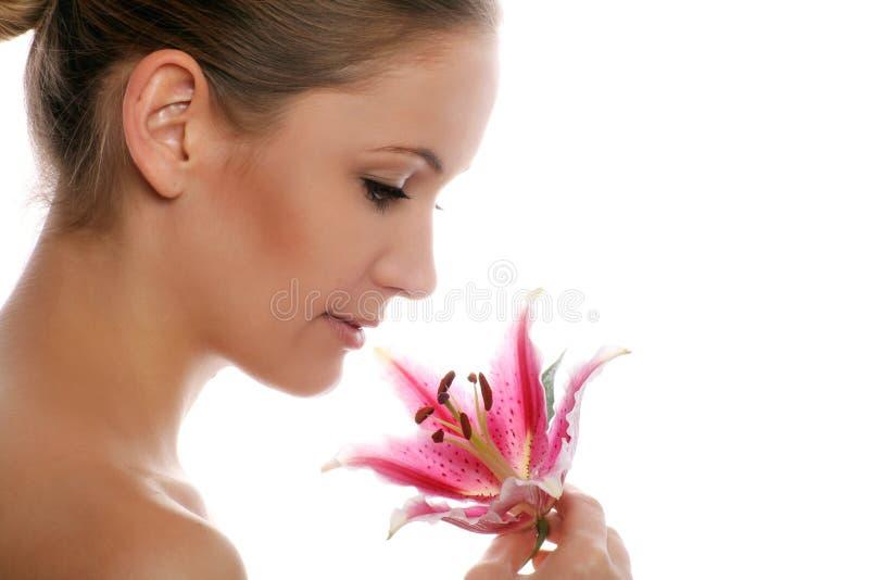 Schönheitsportrait einer Frau stockbild