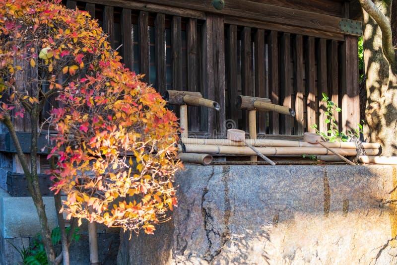 Schöpflöffel hergestellt vom Bambus benutzt für Wasserreinigung oder Bewässerungssachen in der japanischen Art lizenzfreie stockbilder