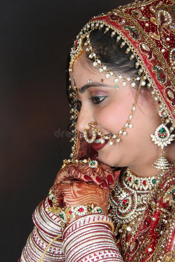 schüchterne indische Braut stockbild