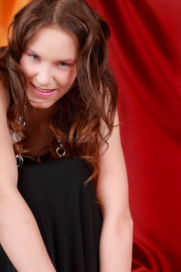 Schüchterne, schüchterne Frau stockbild