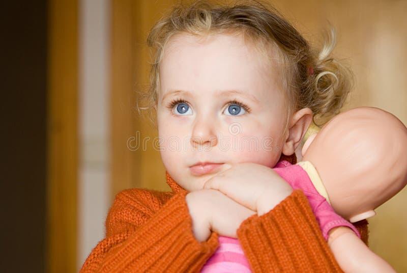 Schüchternes Kind lizenzfreie stockfotos