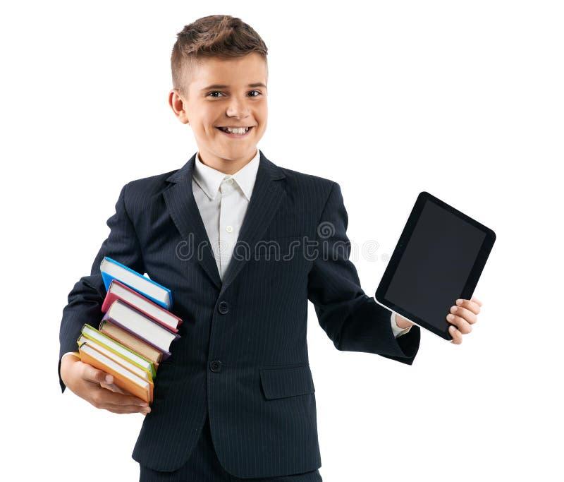 Schüler, der eine Tablette und Bücher hält lizenzfreie stockbilder