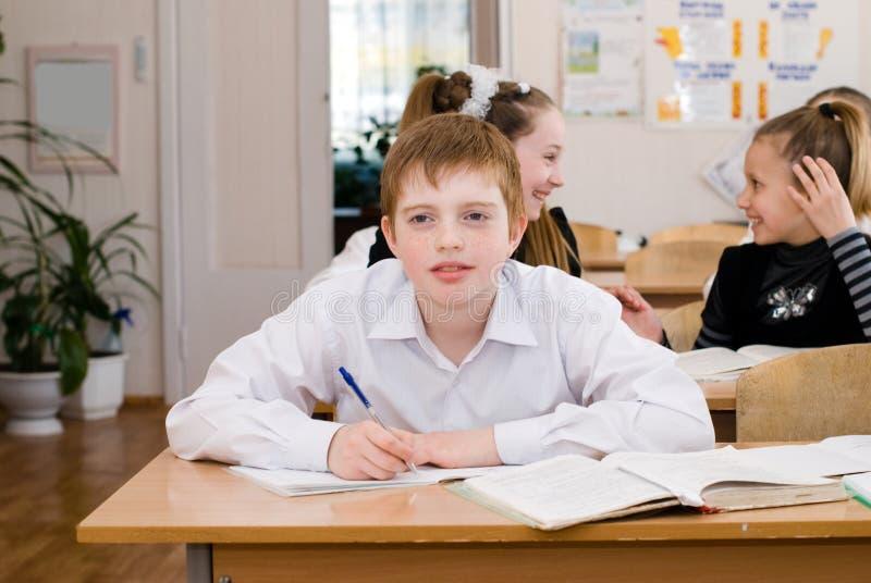 Schüler an der Klasse - Bildungskonzept stockfotos