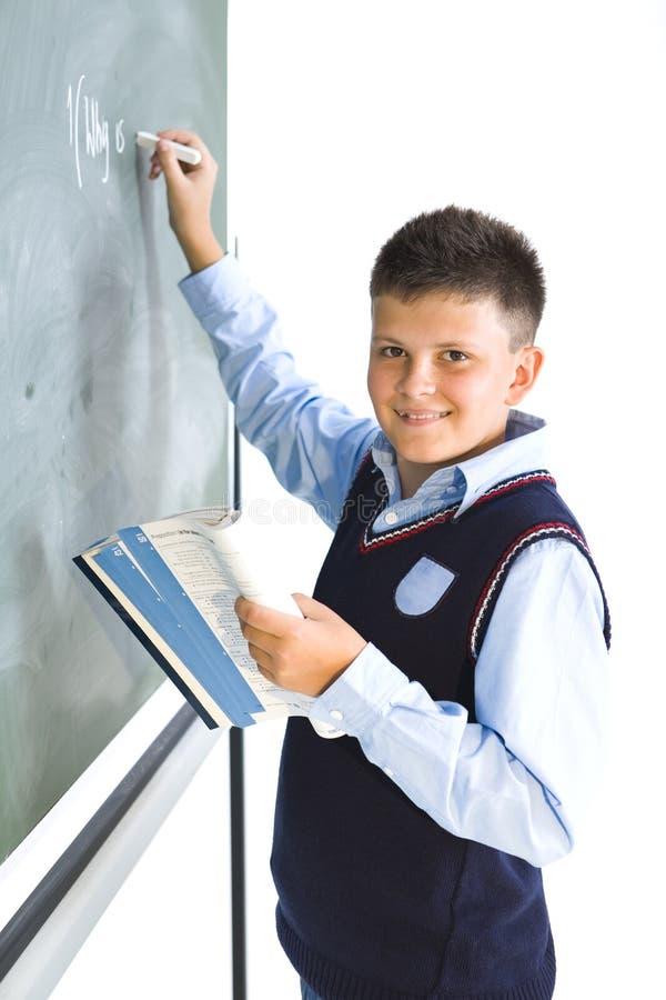 Schüler an der Tafel stockbild
