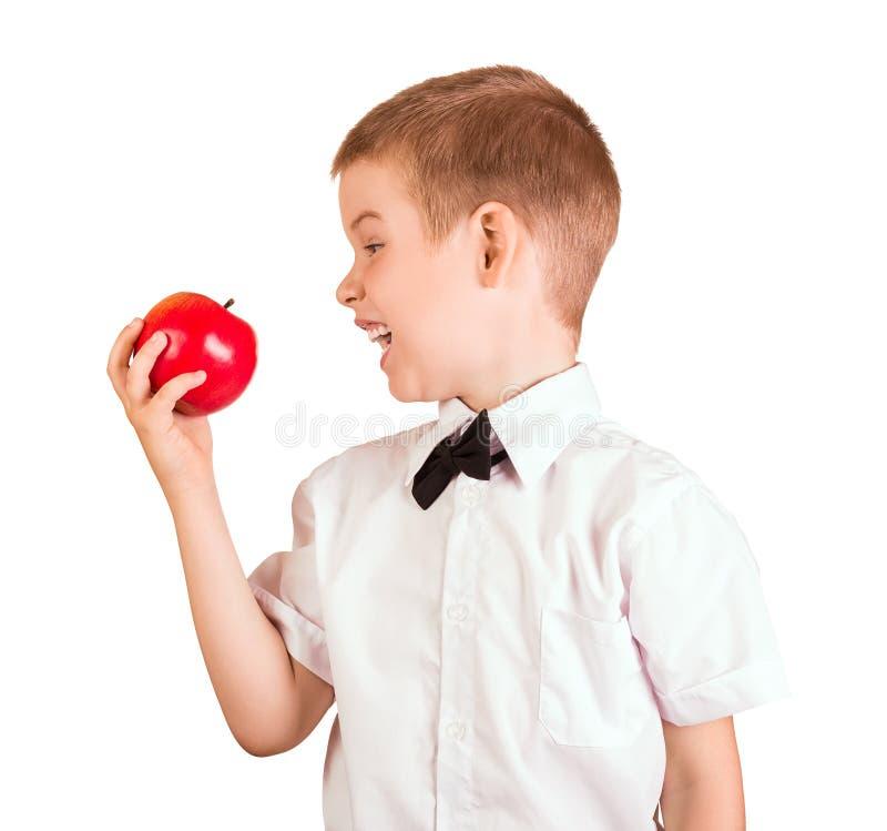 Schüler im Hemd mit Schmetterling möchte Apple essen, lokalisiert auf Weiß stockfoto