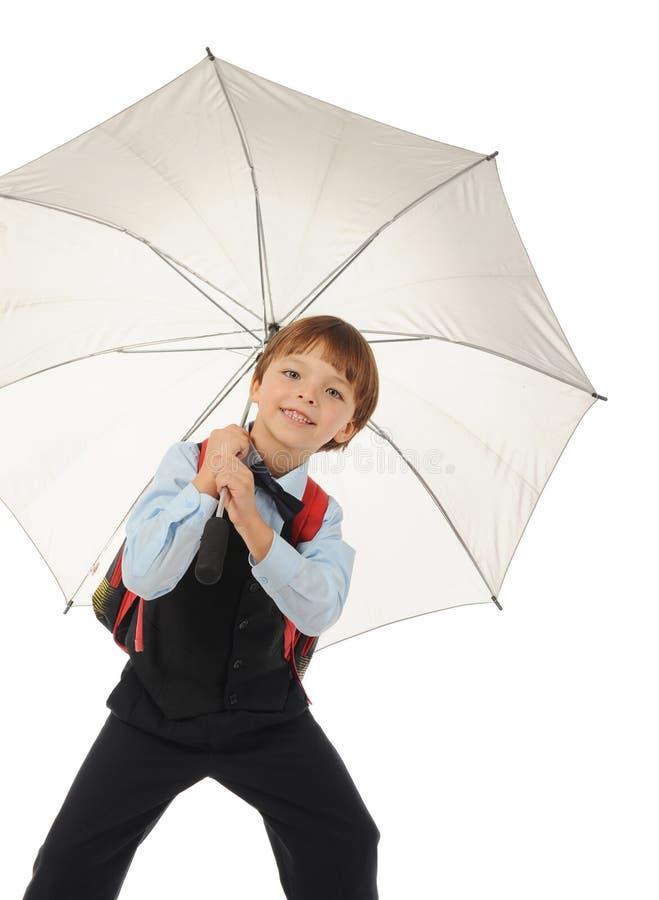 Schüler mit einem Regenschirm. lizenzfreies stockfoto