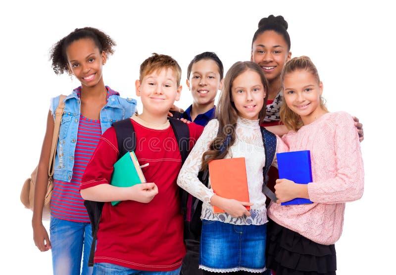 Schüler mit unterschiedlichem Teint und Kleidung lizenzfreie stockbilder