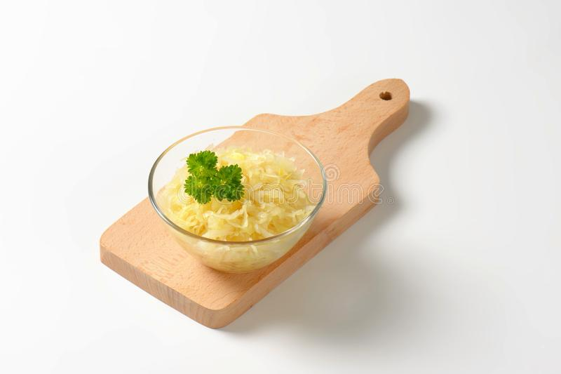 Schüssel des Sauerkrauts stockbilder