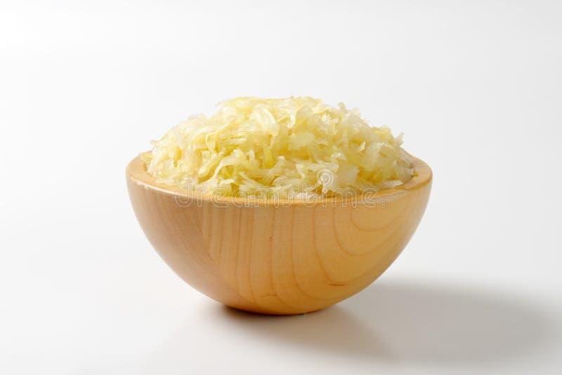 Schüssel des Sauerkrauts lizenzfreie stockbilder