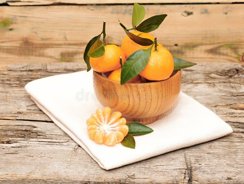 Schüssel frische Mandarinen lizenzfreies stockfoto