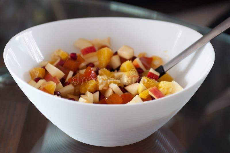 Schüssel Fruchtnachtischsalat stockbild
