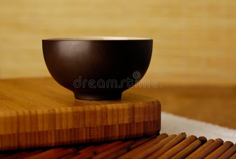 Schüssel mit Bambus lizenzfreie stockfotos