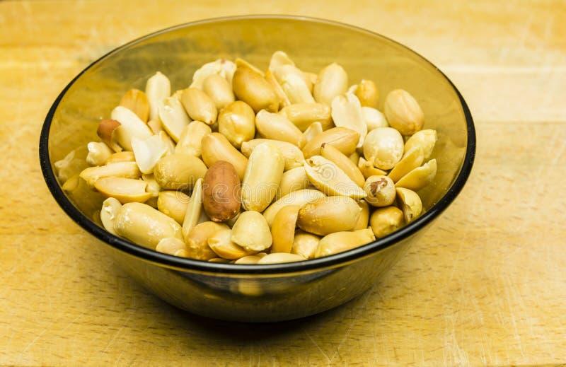 Schüssel mit geschälter Erdnusserdnuß, Goober lizenzfreies stockfoto