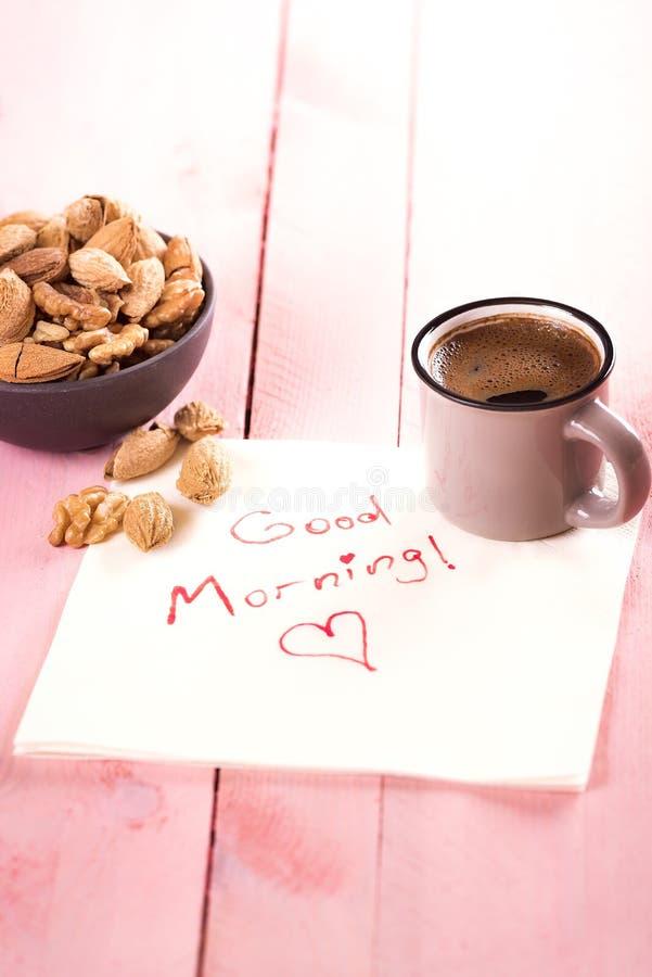 Schüssel Nüsse und ein guter Morgen simsen lizenzfreies stockbild
