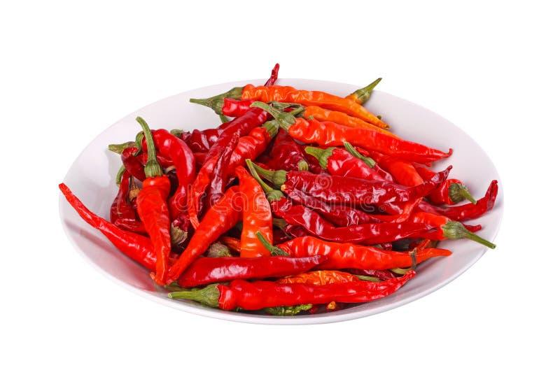 Schüssel Pfeffer des heißen, roten Paprikas gegen Weiß stockbilder