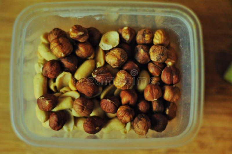 Schüssel verschiedene Nüsse Trockene Früchte stockbilder