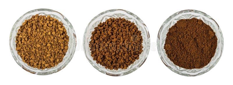 Schüsseln mit Augenblick gefriertrockneten, granulierte und gemahlene Kaffee lizenzfreie stockfotos