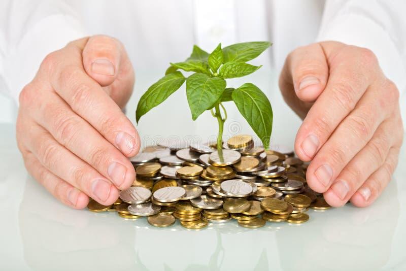 Schützen einer Investition und des Geldkonzeptes stockbild