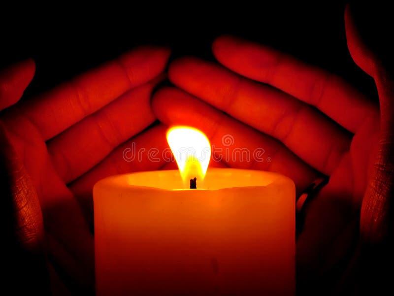 Download Schützen Sie das Feuer stockfoto. Bild von hand, nacht, protect - 27148